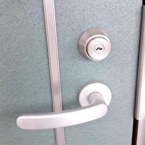 マンションの玄関ドア