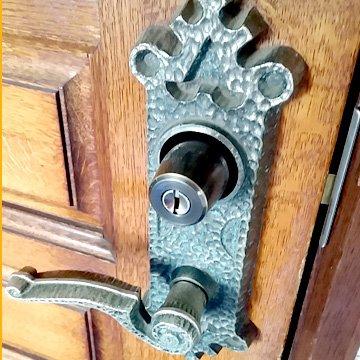 玄関の鍵の不調による交換修理